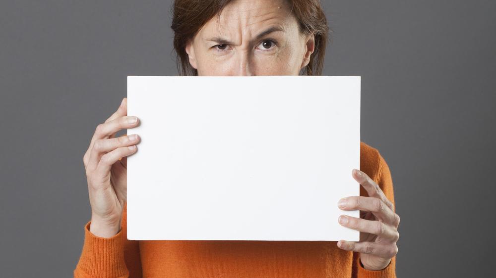 Não estar aberto à críticas é um dos erros na hora de empreender que você deve evitar
